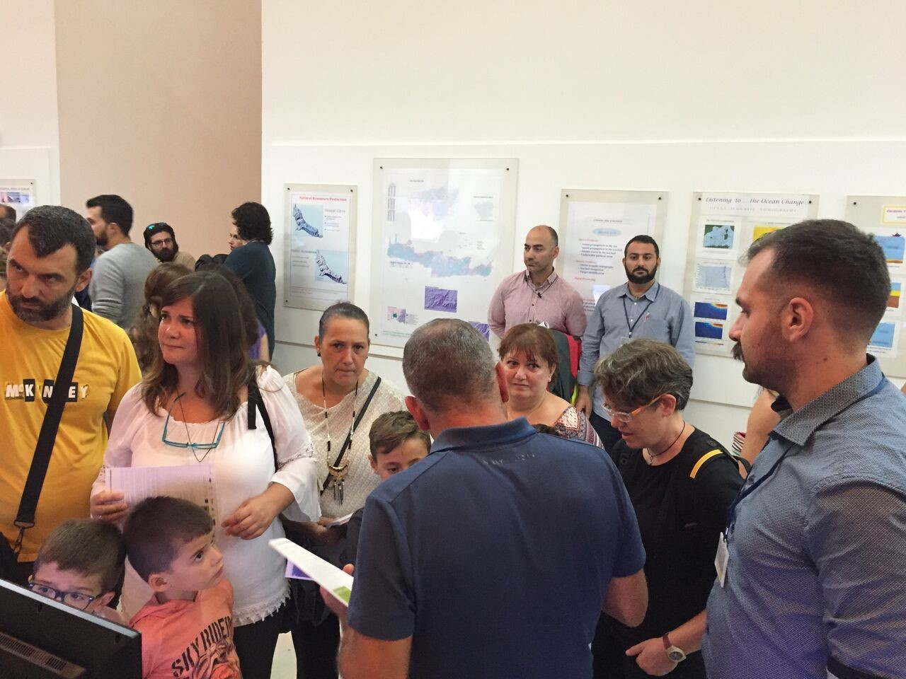 Nektarios Spiridakis and Manolis Panagiotakis discussing the general idea and the uses of URBANFLUXES project for the local community of Heraklion with visitors during the Researchers' Night at FORTH