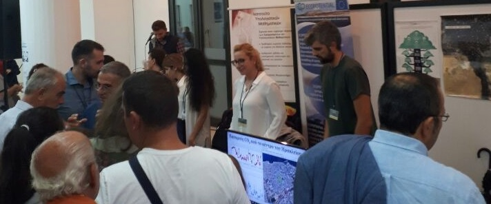 The FORTH team talking with visitors during the Researchers' Night.